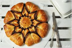 Yeast star with nutella (bun) - recipe step by step Bun Recipe, Recipe Steps, Nutella, Donuts, Muffin, Good Food, Rolls, Bread, Baking
