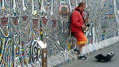 What to do in Berlin when you are on a budget? This list of free attractions in Berlin includes free museums, walking tours and money saving tips. Louis Armstrong, Berlin Street, Street Art, Gratis In Berlin, Free Jazz Music, Sunday Kind Of Love, Berlin Travel, Street Musician, Free Museums