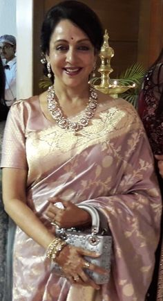 Banarasi Saree - Over / Sarees / Ethnic Wear: Clothing & Accessories Bollywood Designer Sarees, Designer Silk Sarees, Indian Designer Wear, Indian Gowns Dresses, Indian Fashion Dresses, India Fashion, Fancy Blouse Designs, Saree Blouse Designs, Saris