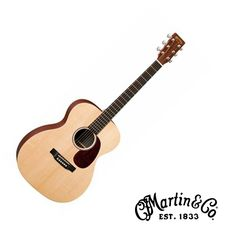 The smaller-body X Series 000X1AE guitar produces the full, robust sounds that you desire. With a solid spruce top, the 000X1AE has no problem projecting and producing a rich clear sound that will enh