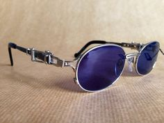 Jean-Paul GAULTIER 56 - 0020 Vintage Sunglasses New Unworn Deadstock with Case and Adjustable Temple Design von FrenchPartofSweden auf Etsy https://www.etsy.com/de/listing/232942594/jean-paul-gaultier-56-0020-vintage