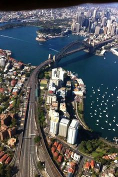 Sydney Harbor, New South Wales, Australia. Brisbane, Melbourne, Ayers Rock Australia, Places To Travel, Places To See, Auckland, Islas Cook, Australian Continent, Largest Countries