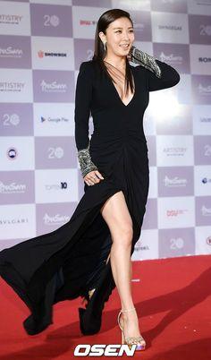 Ha Ji Won.The 20 best red carpet looks from the 2015 Korean awards season
