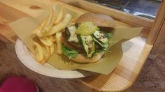 Da Angus and More potete provare l' #hamburger della settimana!  Hamburger di #Seitan ( 100gr.), con spinacino novello, pomodoro, verdure grigliate e salsa al curry.  Vi aspettiamo a #Milano in viale Montenero 57.