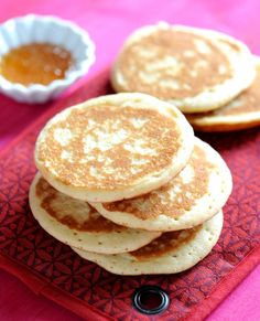 banana pancakes (no flour) Easy Healthy Recipes, Baby Food Recipes, Cookie Recipes, Banana Pancakes No Flour, Romanian Food, Sugar Free Desserts, Dessert Drinks, Sweet Cakes, Desert Recipes