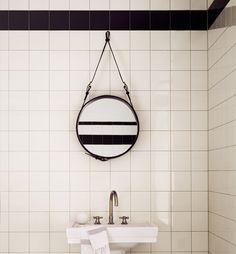 DIY: maak je eigen stoere spiegel met leren banden Roomed | roomed.nl