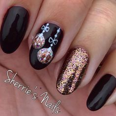On average, the finger nails grow from 3 to millimeters per month. If it is difficult to change their growth rate, however, it is possible to cheat on their appearance and length through false nails. Cute Christmas Nails, Christmas Nail Art Designs, Xmas Nails, Holiday Nails, Christmas Trees, Valentine Nails, Halloween Nails, Winter Christmas, Christmas Decor