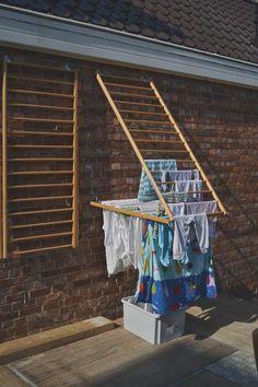 home accessories decor 741264419907308622 - Ik las net een artikel over uitstelgedrag in De Morgen. Net als zovelen heb ik er ongelooflijk veel last van. Maar ik kan wel met enige t… Diy Shoe Rack, Shoe Racks, Clothes Drying Racks, Hanging Clothes Racks, Diy Clothes Rack, Clothes Dryer, Hanging Storage, Laundry Room Design, Clothes Line