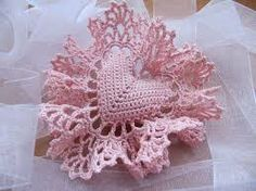 So delicate!!! I love this beautiful little pink heart.....