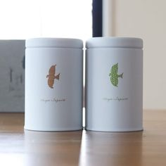 【茶屋すずわ - 【贈るとき】ときのお茶詰め合わせ 2缶セット | Anny アニー】 お茶も暮らしのシーンに合わせて飲みたい。「ときのお茶」2缶セットです。 忙しい毎日の暮らしの中のそれぞれのシーンにぴったりのお茶の詰め合わせです。 「めざめのお茶」「おやすみのお茶」はどちらも、それぞれのシーンにぴったりな香りや渋み、甘みを感じていただけるようブレンドされています。 Design Ios, Icon Design, Flat Design, Matcha Cafe, Natural Spice, Design Thinking, Motion Design, Tea Packaging, Tin Boxes