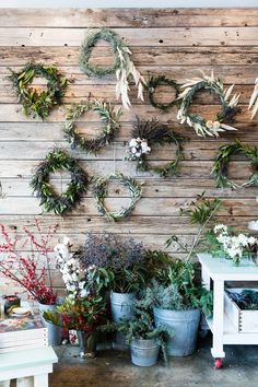 ADVENT. Vegetal garland wall. Idea from Kinfolk & West Elm Natural Home and Holiday Decor Workshop
