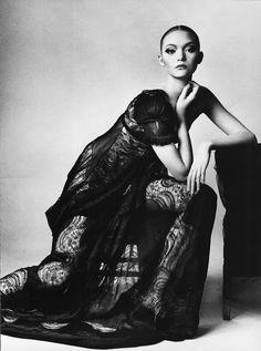 Irving Penn. Vogue, March 2006. Modelo Gemma Ward