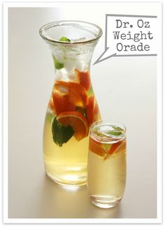 Dr Oz: Metabolism Boosting TANGERINE WEIGHT-ORADE: Ingredients: 8 cups Green Tea, 1 sliced Tangerine, handful of mint leaves. Mix all together in pitcher the night before to help flavors marry. Drink entire pitcher during the next day. Yummy Drinks, Healthy Drinks, Healthy Snacks, Healthy Eating, Healthy Recipes, Green Tea Recipes, Infused Water Recipes, Metabolic Diet, Juice Smoothie