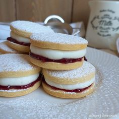 biscotto paradiso con marmellata ripieno Mini Desserts, Cookie Desserts, Food To Go, Food And Drink, Sweet Recipes, Cake Recipes, Cookies Decorados, Biscuits, Bulgarian Recipes