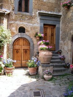 Beautiful rustic italian home decoration ideas The Doors, Windows And Doors, Wood Doors, Entry Doors, Style Toscan, Rustic Italian Decor, Italian Home Decor, Italian Style Home, Rustic Feel