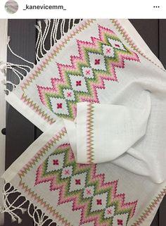 scrunchies diy how to make Bargello Needlepoint, Bargello Patterns, Hardanger Embroidery, Embroidery Stitches, Embroidery Patterns, Crochet Patterns, Cross Stitch Borders, Cross Stitch Patterns, How To Make Scrunchies