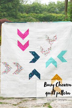 A great beginner quilt pattern utilising HST blocks and negative space to create a bold, modern look. By Lou Orth Designs