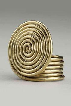 Ring | Alexander Calder. Brass wire.  ca. 1940 | Est. 25'000 - 35'000$ ~ (Mar '15)