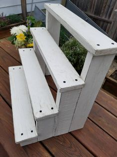 4 Tiered Rustic Reclaimed Wooden Cupcake Display S Garden Projects, Wood Projects, Woodworking Projects, Woodworking Plans, Garden Shelves, Plant Shelves, Greenhouse Shelves, Succulent Planter Diy, Diy Planters