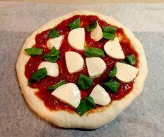 朝のほんの5分の準備(生地作り)→あとはほったらかしで、お昼には【おいしいピザ】が焼きあがっちゃいます! 具材もシンプル♡ 休日のランチやパーティに大活躍まちがいなしの簡単本格ピザです♪