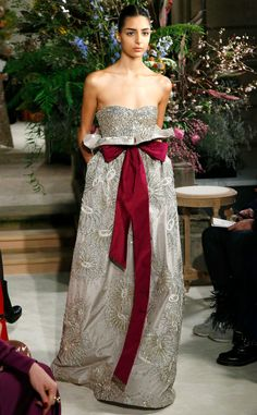 Valentino from Paris Haute Couture Fashion Week Spring 2018 Fashion Outfits, Fashion Ideas, Women's Fashion, Fashion Quotes, Fashion Black, Hijab Fashion, Sneakers Fashion, Korean Fashion, Spring Fashion