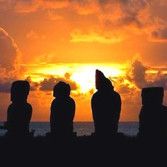 Hindus Wallpaper by Naomi Merdinger on FL Easter Island Moai, Easter Island Statues, Easter Wallpaper, Iphone 5 Wallpaper, Chi Chi, Spanish Speaking Countries, Island Pictures, How To Speak Spanish, Heaven On Earth