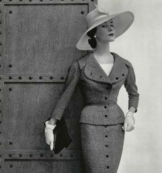 Vintage Fashion Suit created by Jacques Fath, Photo by Philippe Pottier. Fashion Moda, Big Fashion, Look Fashion, Fashion Photo, Womens Fashion, Fashion Design, Club Fashion, Fashion Suits, Retro Mode