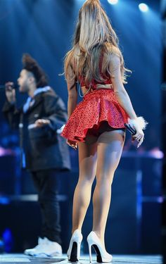 Ariana Grande. ► My thanks & appreciation to: Ítalo Linares.  ✔︎SamPage