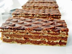 Danna's Blog: Prajitura cu foi de napolitana Pastry Recipes, Cake Recipes, Dessert Recipes, Cooking Recipes, Romanian Desserts, Romanian Food, Delicious Desserts, Yummy Food, Waffle Cake