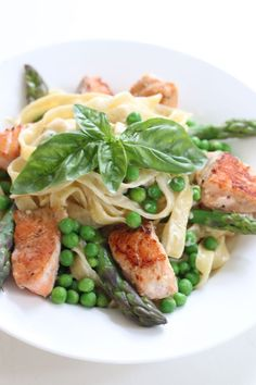 Quick & Easy Creamy Salmon, Asparagus & Baby Peas Pasta - The Style Insider