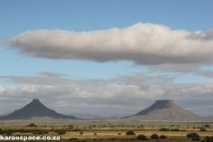The unique geology and flat-topped mountains of the Karoo have their origin in ancient inland seas, giant mountains and fiery lava. African States, Ho Model Trains, Geology, South Africa, Places To Go, Layers, Mountains, Pictures, Photos