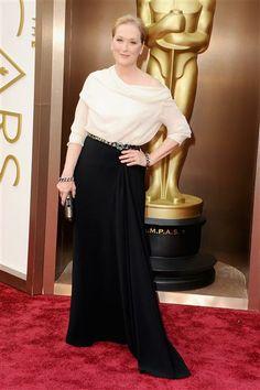 #MerylStreep posando en la alfombra roja de los #Oscar. http://on-msn.com/NTJFet