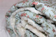 Diese wunderhübsche Babydecke aus Tilda-Stoffen in Pastellfarben mit Häckelborte verziert, hat die Maße 100cm X 75cm . Die Rückseite ist aus ÖKO Teddystoff.  Die Baby-Kuscheldecke sollte nur bei 30 Grad gewaschen werden.  Die Tilda-Stoffe sind aus 100% Baumwolle. Der Kuschelige, weicher ÖKO Baumwoll-, Teddystoff, ungebleicht und zertifiziert nach Öko - Tex Standard ist aus 100% Baumwolle und die Unterseite des Teddystoffes ist aus 70% Baumwolle und 30 % Polyester.  Wie alle Podukte die ich…