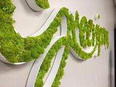 One of our most amazing findings, the moss wall, is going to truly bring a new rhythm to your home. See our 12 inspiring moss wall ideas that you will love. Moss Wall Art, Moss Art, Green Bar, Grafiti, Diy Letters, Plant Wall, Cafe Design, Wood Print, Wall Ideas