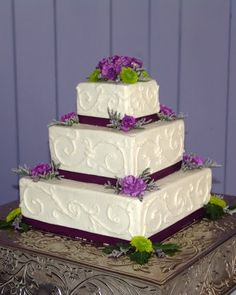 Another cake idea.... I think i'd add the purple swirl to this cake that is shown on the other cake pin...