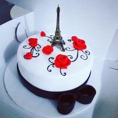 Torta torre eiffel Paris Themed Cakes, Paris Cakes, Paris Birthday, 16th Birthday, Eiffel Tower Cake, Sweet 16 Birthday Cake, Paris Decor, Paris Party, Frosting