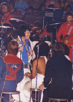 Elvis is having fun with the backup singers at the University of Oklahoma - March 1977. (Love this photo of Him laughing despite his health issues).