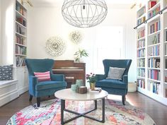 What I learned from living with all-white walls for a whole year – Modern Mrs. White Wall Bedroom, Living Room Bedroom, White Walls, White Wood, Dark Wood, Living Rooms, Long House, Home Libraries, Cheap Apartment