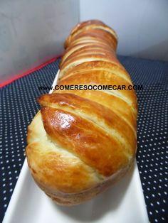 Aqui em casa apreciamos muito alho e ervas.Este pão fica leve, macio e saboroso.A massa fica levemente folhada e o pão desaparece rapidam...