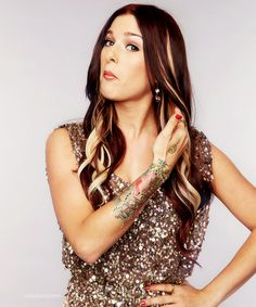 Cassadee Pope love the peek a boo blonde highlights