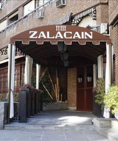 Discreet entrance to one of the finest and most luxurious restaurants of Spain. Zalacaín, Madrid