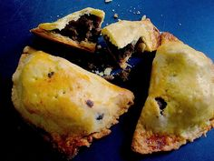 The classic baked empanadas — savory beef filling with olives and hard boiled eggs. Peruvian Dishes, Peruvian Cuisine, Peruvian Recipes, Baked Empanadas, Empanadas Recipe, Filipino Empanada, Ground Beef Dishes, Appetizer Recipes, Appetizers