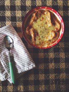 Crock Pot French Onion Soup // Video // neverhomemaker