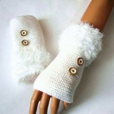 Brazo de Navidad regalo punto blanco guantes sin por RoseAndKnit Christmas gift knit white gloves without by RoseAndKnit Gilet Crochet, Crochet Gloves Pattern, Crochet Hats, Knitting Accessories, Winter Accessories, Wrist Warmers, Hand Warmers, Knitting Projects, Crochet Projects