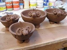 – Tierschalen und -teller – Home crafts Ceramic Pinch Pots, Ceramic Clay, Pottery Pots, Ceramic Pottery, Pottery Sculpture, Sculpture Clay, Beginner Pottery, Pottery Lessons, Slab Ceramics