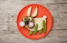 Ako do detí dostať zeleninu? Vtipnou úpravou na tanieri. 20 veselých nápadov - AhojMama.sk Orange Plates, Funny Rabbit, Royalty Free Photos, Stock Photos, Vegetables, Projects, Food, Bread, Orange Dinner Plates