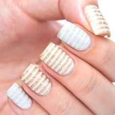 Fall nail art: Distressed striped nails