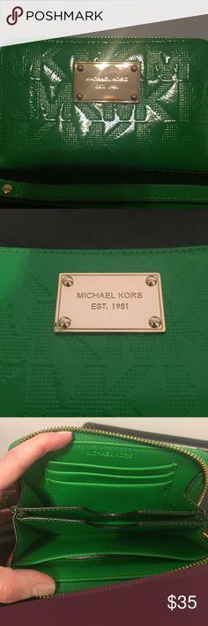 Like new Michael Kors wristlet Like new Michael Kors wristlet with removable wrist strap. Michael Kors Bags Clutches & Wristlets
