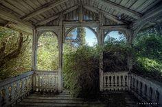 uexplorer:    House in need of gardening.