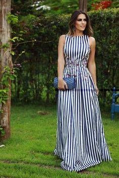 How to wear a vertical striped maxi dress casually looks Cute Dresses, Beautiful Dresses, Casual Dresses, Summer Dresses, Midi Dresses, Long Dresses, Chic Outfits, Dress Outfits, Fashion Dresses
